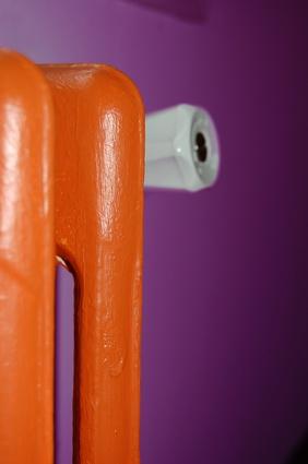 Radiateur peint en orange