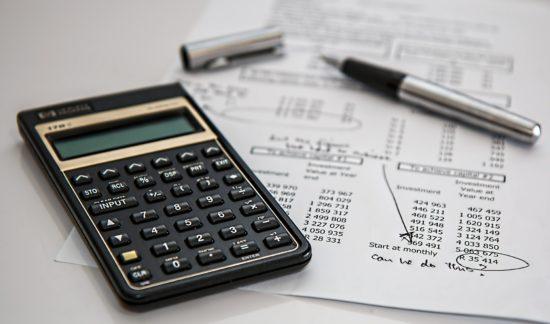 calculatrice avec des factures