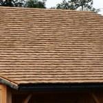Quels sont les avantages des tuiles en bois?