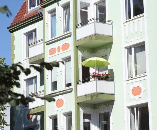 petit balcon avec parasol rond