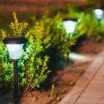 Comment bien choisir un éclairage solaire de jardin?