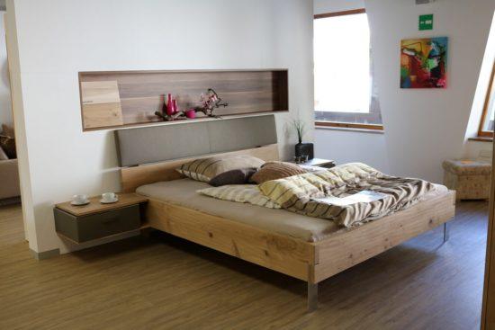 lit dans une chambre pour adulte