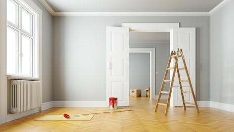 Travaux de rénovation et de peinture dans un appartement.