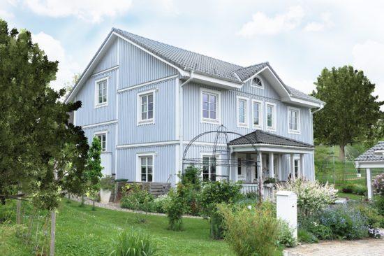 Maison en bois peint.