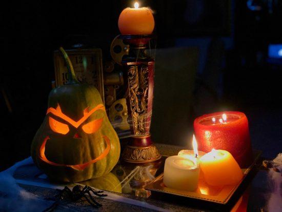 decoration pour halloween - bougies - citrouille decoupee