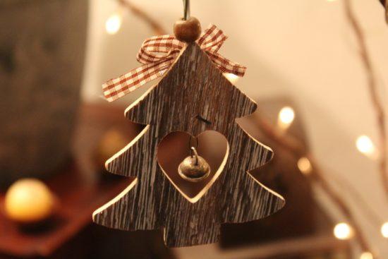 Ornement pour sapin de Noël en bois.