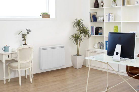 bureau avec du parquet et-radiateur electrique aterno