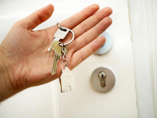 main avec des cles d appartement